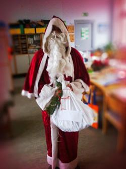 Der Nikolaus überraschte die Kinder